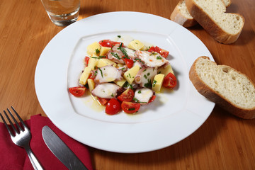 insalata di polipo e pomodorini