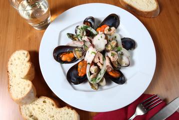 piatto insalata di mare