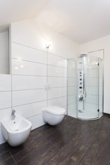 Grand design - white bathroom