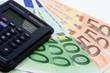 Taschenrechner mit Geld - Finanzvergleich