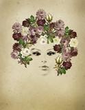 ritratto vintage di donna con rose tra i capelli