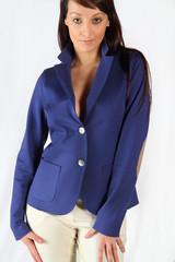 ragazza in giacca blu