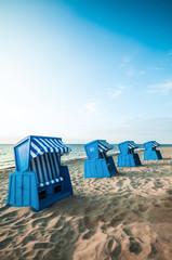 Sommermorgen am Strand, Strandkörbe