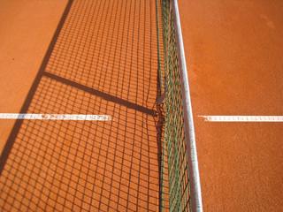 Tennisplatz mit Linie und Netz Schatten 74