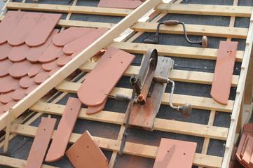 Details einer Dachdecker-Arbeit.