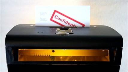 Aktenvernichter: Confidential Documents / Vertrauliche Papiere