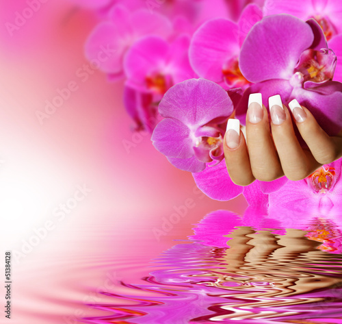 French Nails - różowe tło
