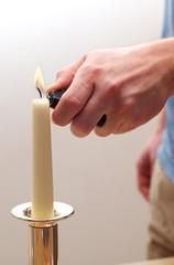 Kerze anzünden