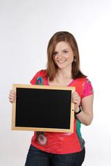 Junge Frau mit Tafel