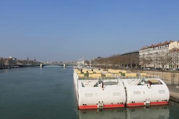 Bateaux de croisière sur le Rhône à Lyon