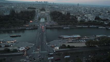 Панорамный вид на дворец Шайо и площадь Трокадеро
