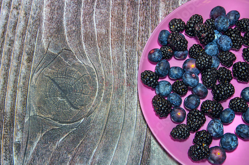 Bilberry and blackberry plate