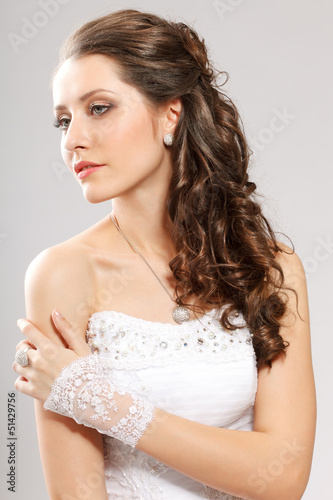 brunette bride portrait