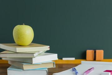 黒板とリンゴ
