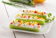 Antipasto con sedano, formaggio e verdure