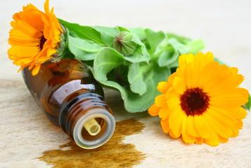 flacon d'huiles essentielles de soucis
