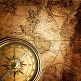 stary kompas na mapie rocznika 1746