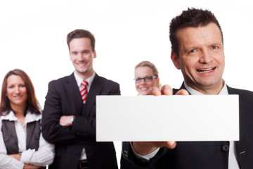 businessmann zeigt werbeschild