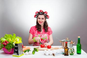 housewife cut tomatoes
