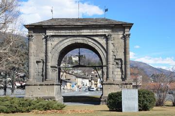 Италия, Аоста, арка Августа, построена в 25 году до нашей эры.