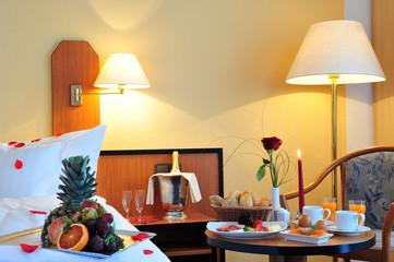 Frühstück im Bett - Hotelzimmer