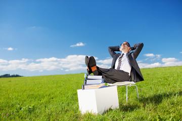manager macht pause im grünen