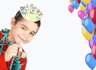 Bimbo con cappellino e palloncini
