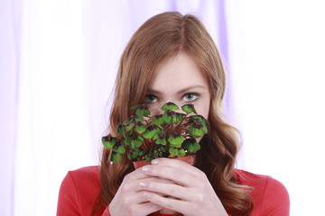 Frau mit Glücksklee - Woman with lucky clover