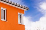 Fototapety Gebäudefassade mit Eckfenster