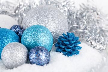 weihnachts dekoration in blau und silber