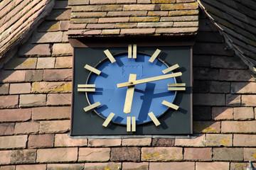 Turmuhr der Kirche in Fuhlen