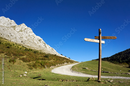signpost in the mountain with blue sky - 51540322