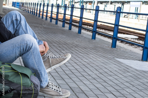 a person tying his shoes