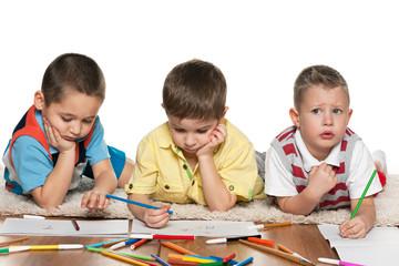 Preschool boys drawing on paper