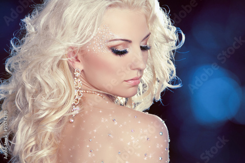 Glamour portrait of beautiful woman model with fashion makeup an