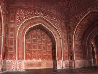 walls of building in taj mahal mausoleum
