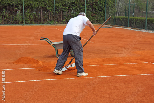 Fixes tennis court
