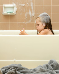 Young child cleaning in the tub