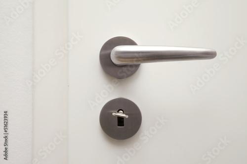 Türöffner mit Türschloss und Schlüssel