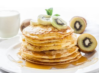 kiwi and honey pancakes