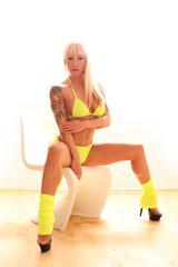 sportliche Frau in Bikini