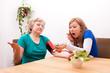 Pflegerin und Patientin sind überrascht vom Blutdruck