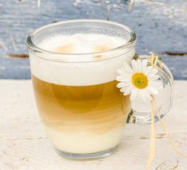 Cappuccino mit Margerite