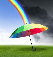 Regenschirm mit Regenbogen