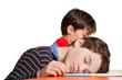 Schüler / Junge ist in der Schule eingeschlafen