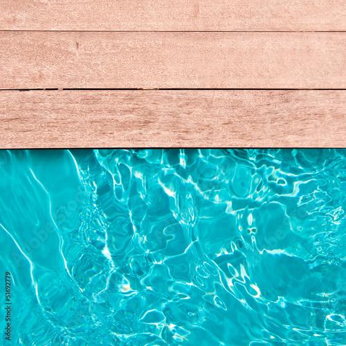 Piscine et terrasse bois, carré