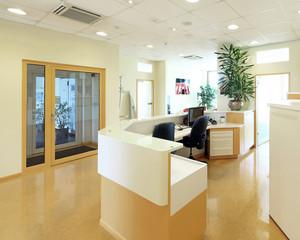 Eingangsbereich mit Empfangstresen
