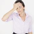 Geschäftsfrau mit Kopfschmerzen