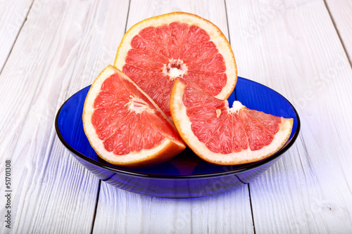 grapefruit in a blue plate