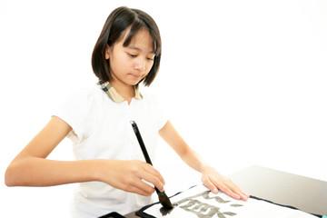 書道をたしなむ女の子